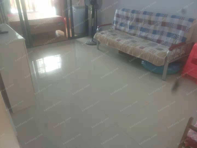 户型方正 屋内整洁 设备齐全